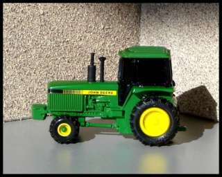 ERTL Collectibles   John Deere Motorized Farm Tractor   164 Scale